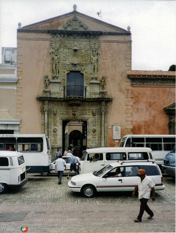 Fachada de estilo plateresco de la Casa de Montejo (1549). Mérida, Yucatán. 2000