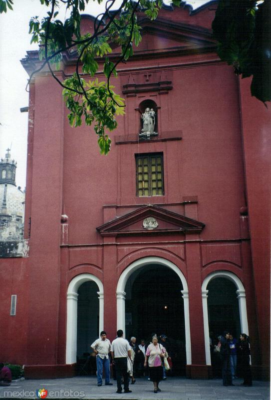 Fachada del ex-convento del Carmen en San Angel. Del. Alvaro Obregón, DF. 2003