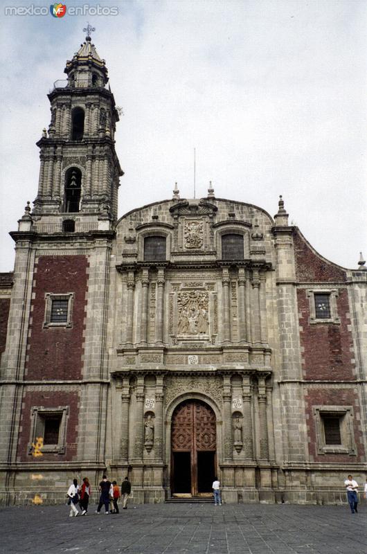 Templo de Santo Domingo (1720). México, DF. 1994