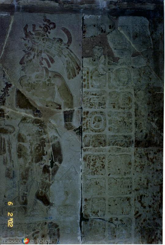 Guerreros mayas en estuco. Palenque, Chiapas. 2002