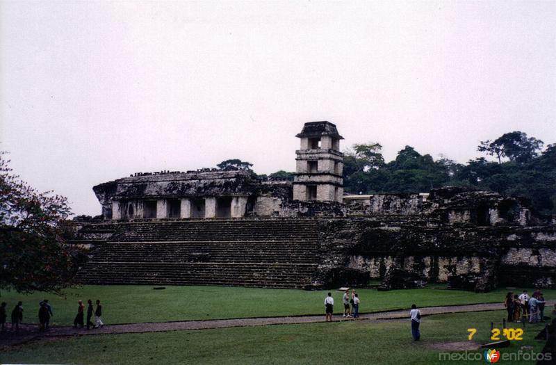 Vista general del palacio. Palenque, Chiapas. 2002