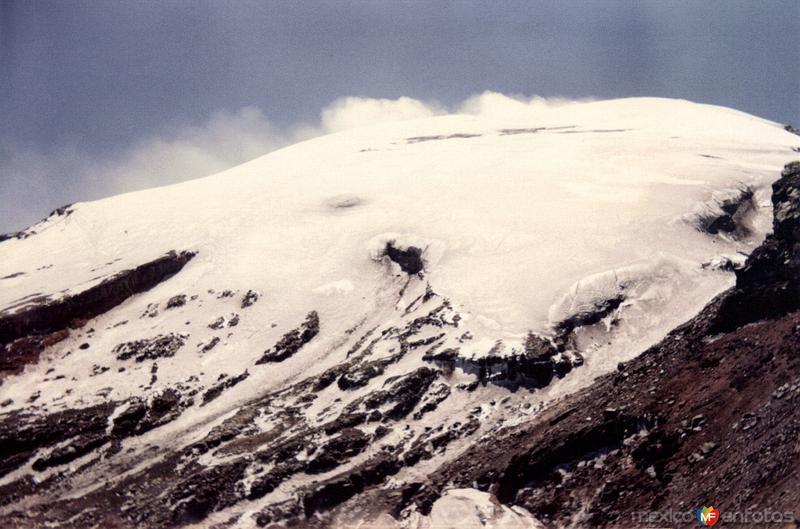 Cumbre nevada del volcán Popocatepetl. Paso de Cortés. 1994