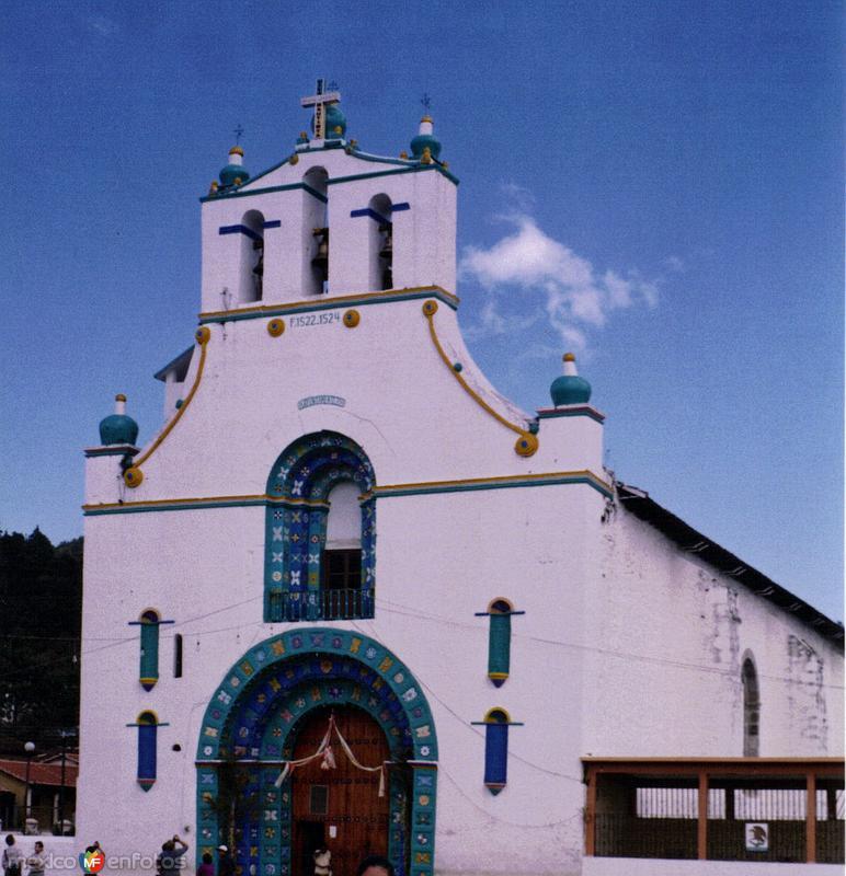Templo de San Juán (Siglo XVI). San Juán Chamula. 2002