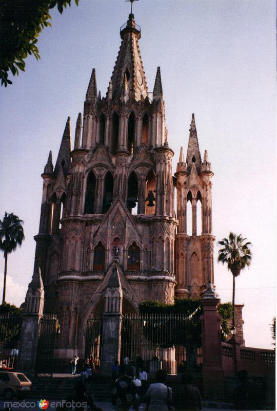 Parroquia de San Miguel Arcángel (Siglo XVII). San Miguel de Allende. 2001