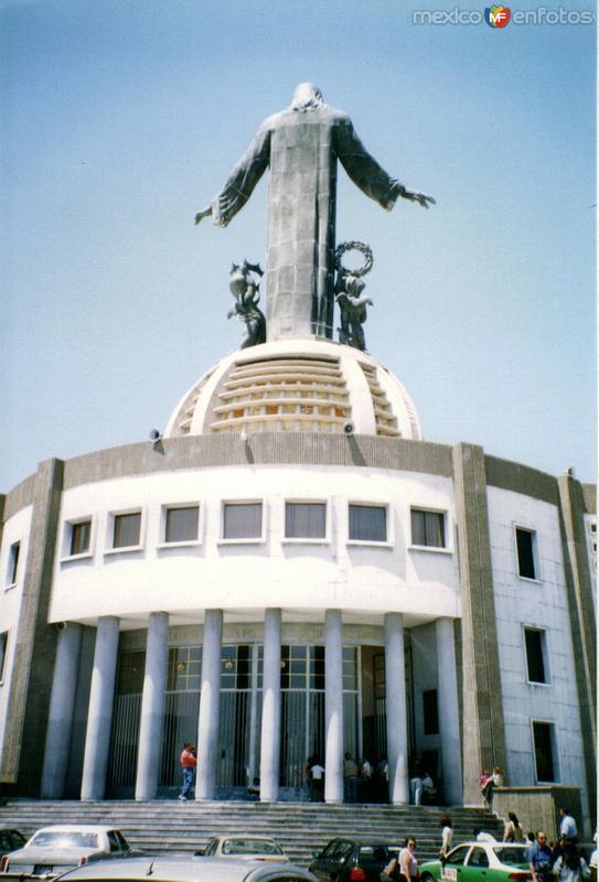 Vista posterior del Cristo Rey. Cerro del Cubilete. 2002