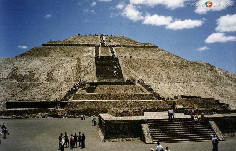 La Pirámide del Sol. Zona arqueológica de Teotihuacán. 1994