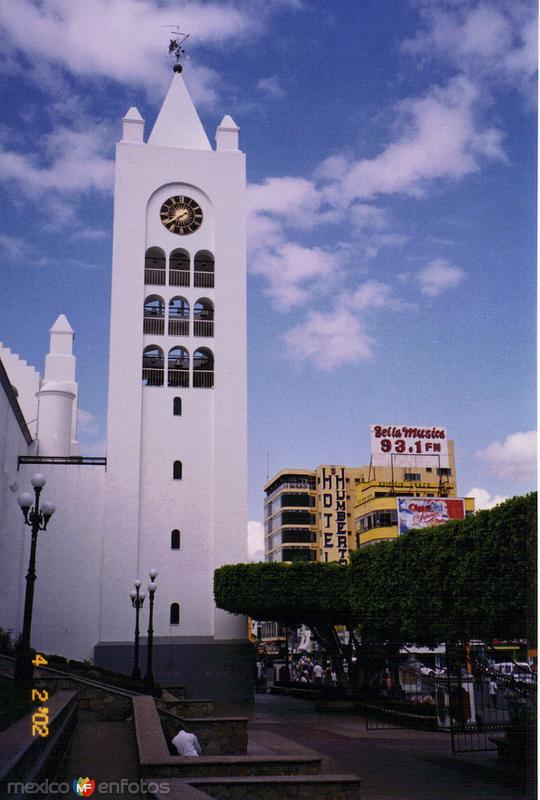 Torre de la catedral de San Marcos y Blvd. Belisario Domínguez. 2002