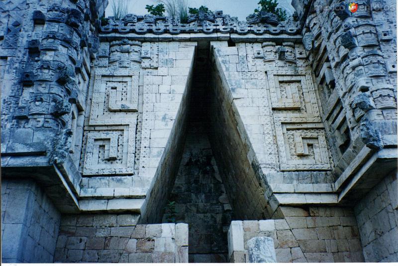 El Palacio del Gobernador. Uxmal. 2003