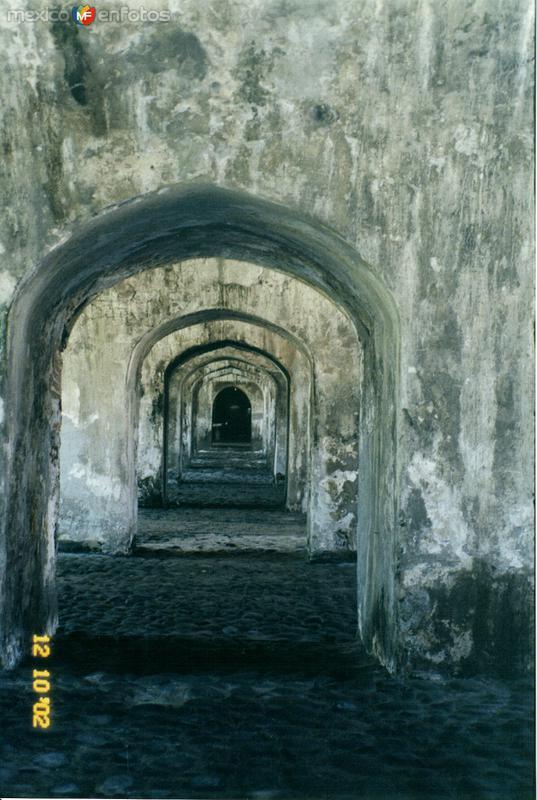 Arcos en el fuerte de San Juán de Ulúa. Veracruz. 2002