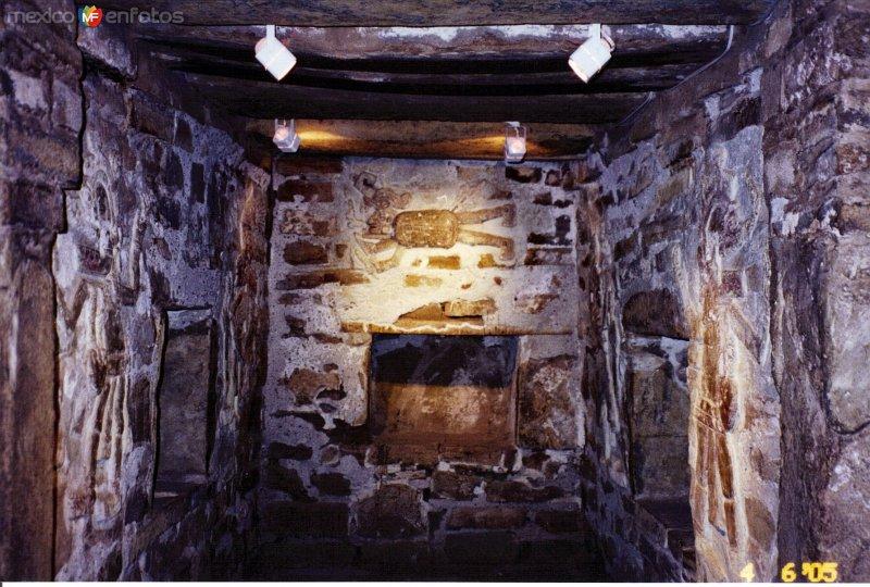 La tumba 1 de la zona arqueológica de Zaachila. Junio/2005
