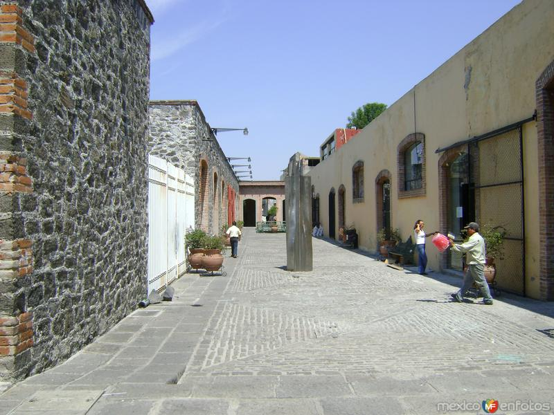 Fábricas textiles en el Paseo de San Francisco. Puebla. Abril/2011
