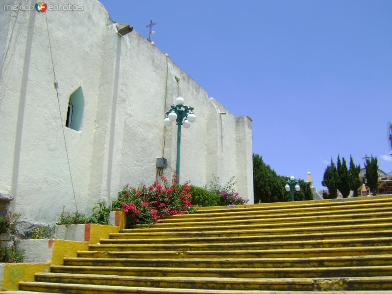 Fachada lateral de la parroquia de San Bartolomé Tenango. Junio/2011
