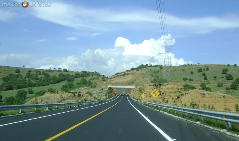 La autopista Siglo XXI. Atzitzihuacán, Puebla. Junio/2011