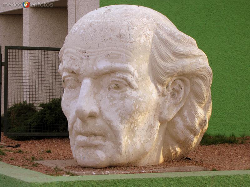 Escultura de Miguel Hidalgo