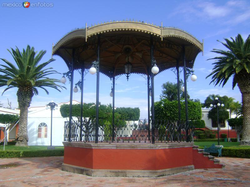 Kiosco de hierro forjado en la Ex-hacienda de Juriquilla. Octubre/2011