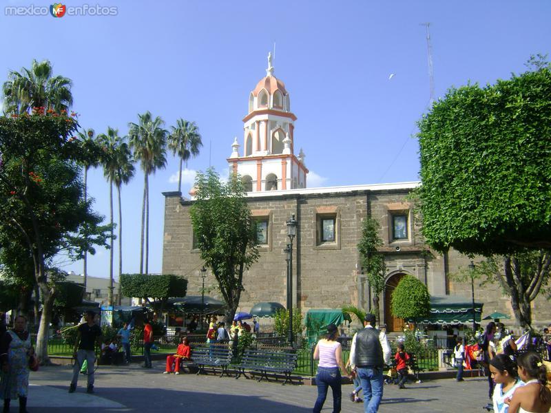 Plaza Central y Templo de San Pedro. Tlaquepaque. Octubre/2011