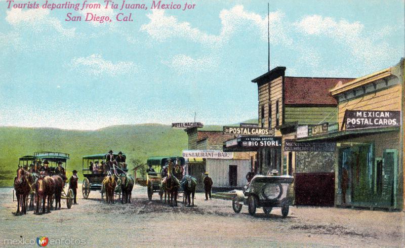Turistas despidiéndose de Tijuana