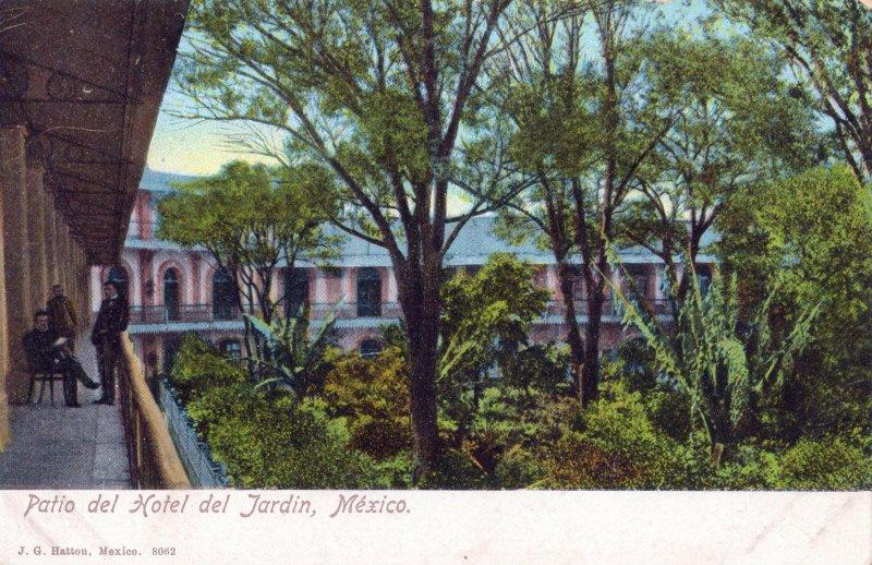 Patio del Hotel Jardín