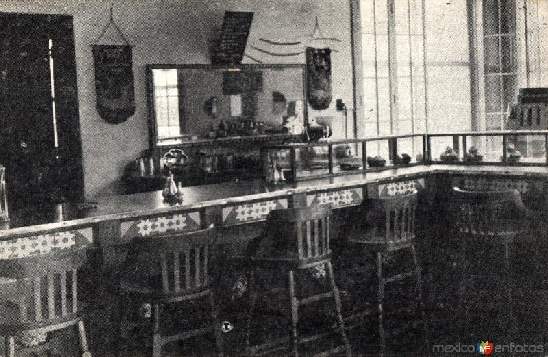 Interior de la tienda y café Superservicio