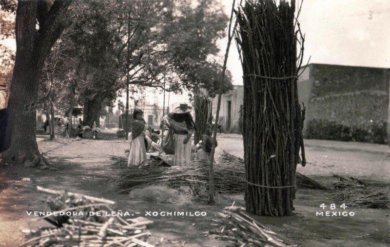 Vendedora de leña en Xochimilco