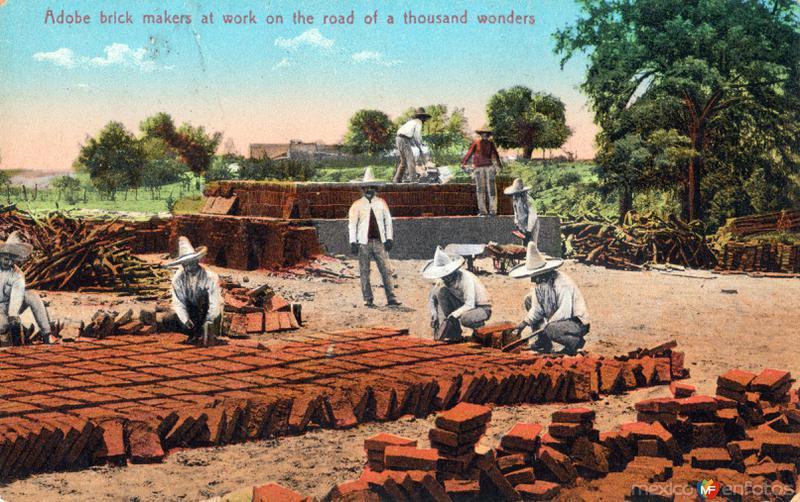 Trabajadores haciendo ladrillos de adobe