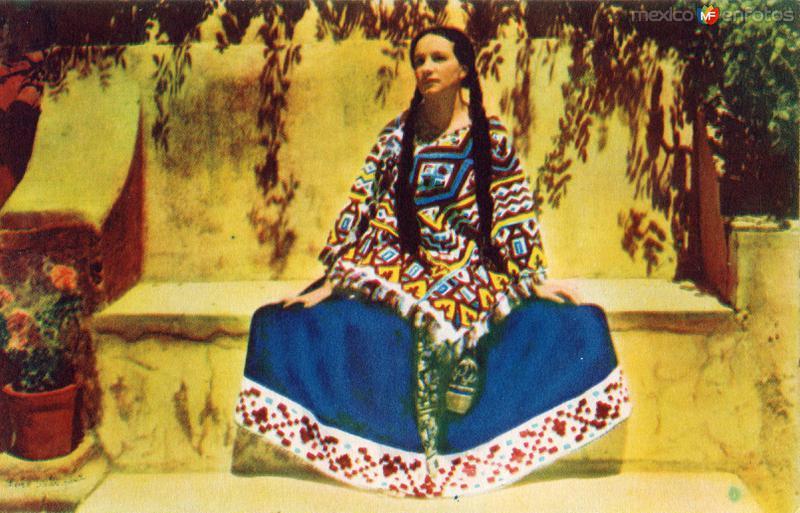 No. 28: Tipo de Mujer del Estado de Michoacán