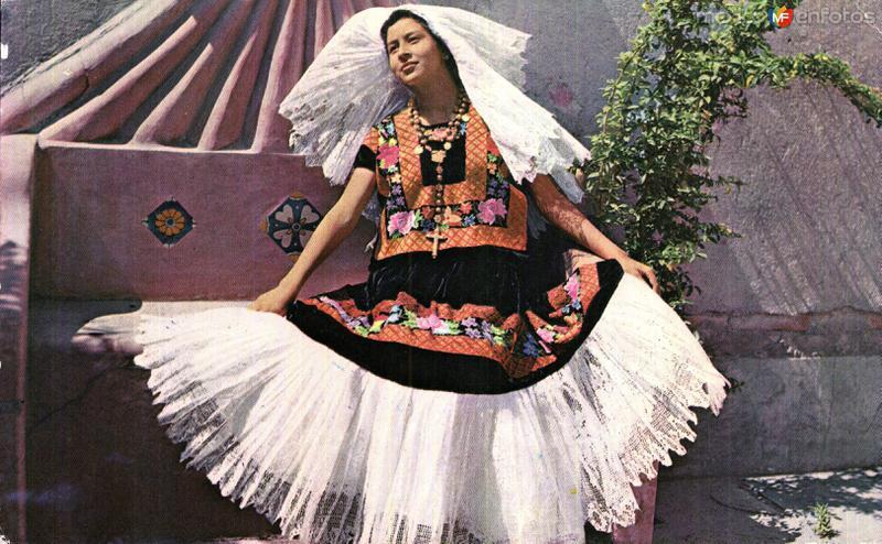 Tehuana en Traje de Fiesta