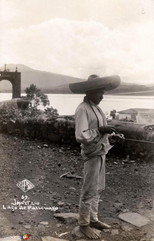 Indígena en el Lago de Pátzcuaro