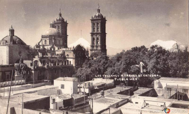 Los Volcanes a través de Catedral