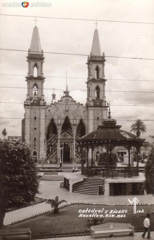 Catedral y Kiosko
