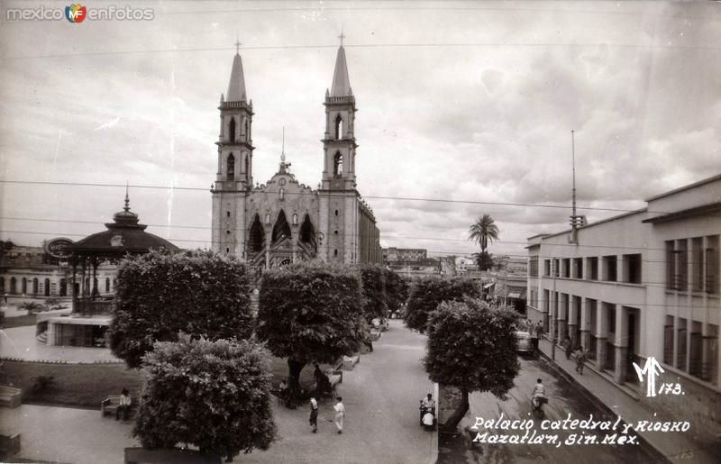 Palacio, Catedral y Kiosko