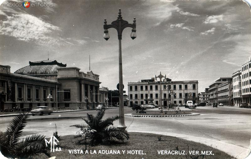 Vista a la Aduana y el Hotel Oriente