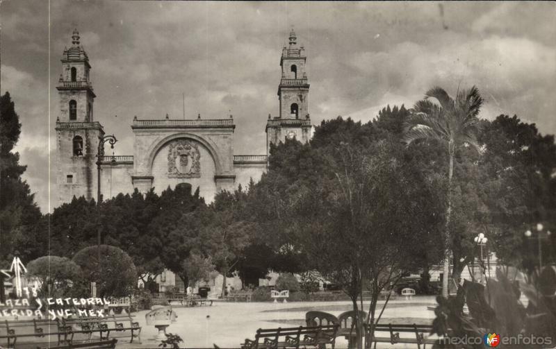 Plaza y Catedral de Mérida