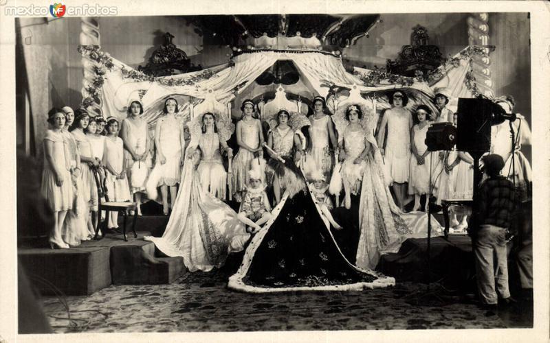 Reina del desfile y su corte