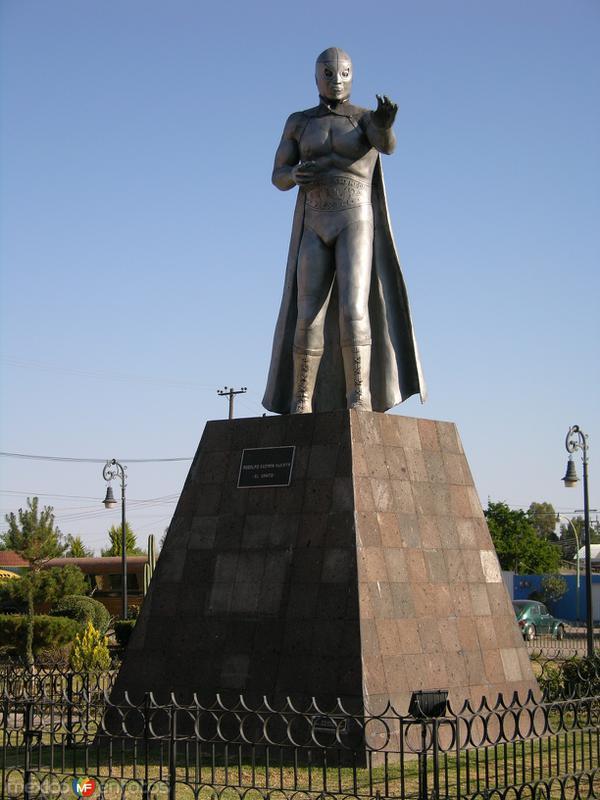 Monumento al Santo (El enmascarado de plata)