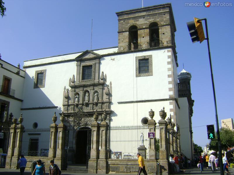 Templo de La Merced (1650) en Av. Hidalgo. Noviembre/2011