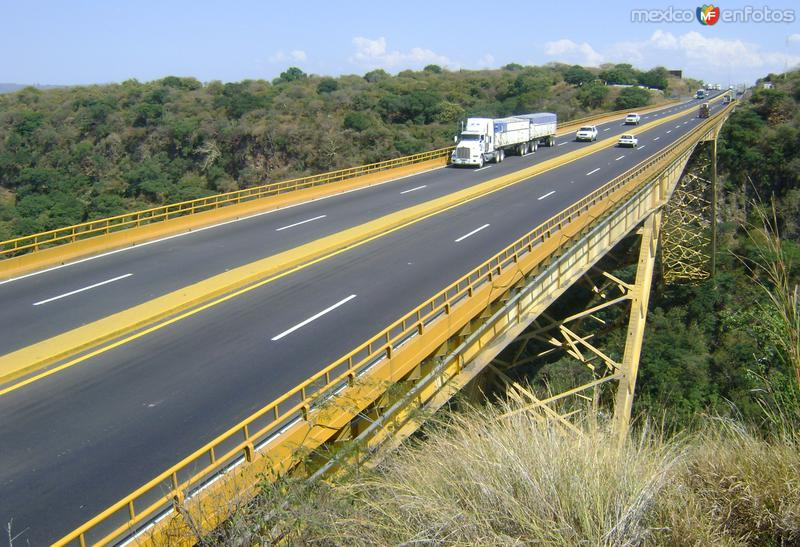 La Autopista Guadalajara-Zapotlanejo y el Puente Ing. Fernando Espinosa