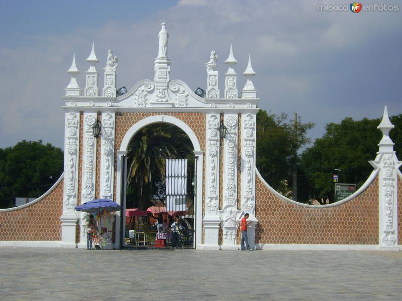 Entrada al atrio de la Basílica de Ocotlán. Noviembre/2011