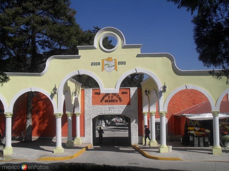 Acceso al panteon municipal