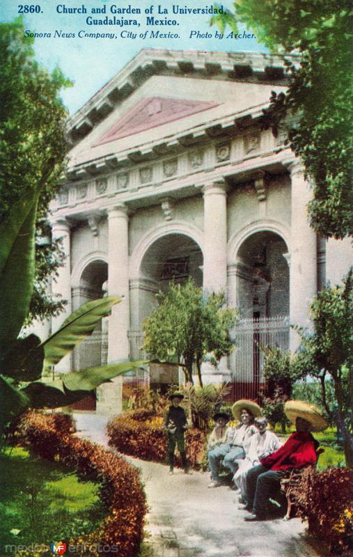Jardín e iglesia de la Universidad