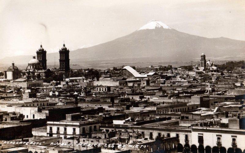 Vista panorámica de Puebla y volcán Popocatépetl