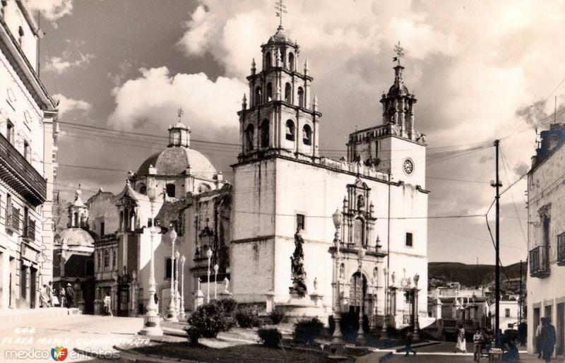 Plaza de la Paz y Basílica de Nuestra Señora de Guanajuato