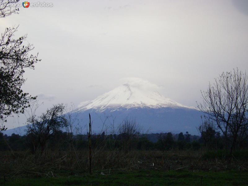 El volcán Popocatépetl desde Nealtican, Puebla. Febrero/2012