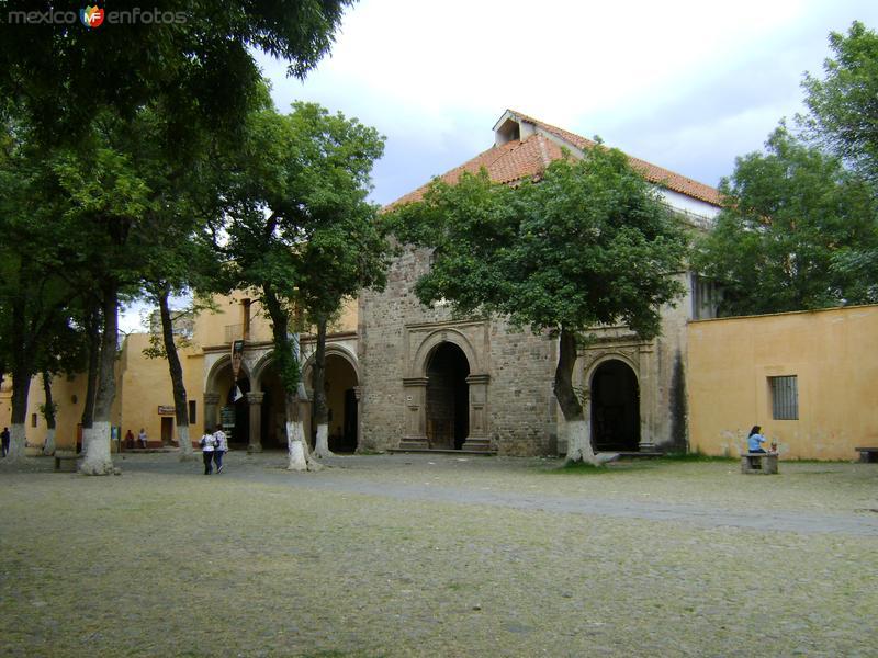 Atrio y portada de la Catedral de Tlaxcala. Febrero/2012