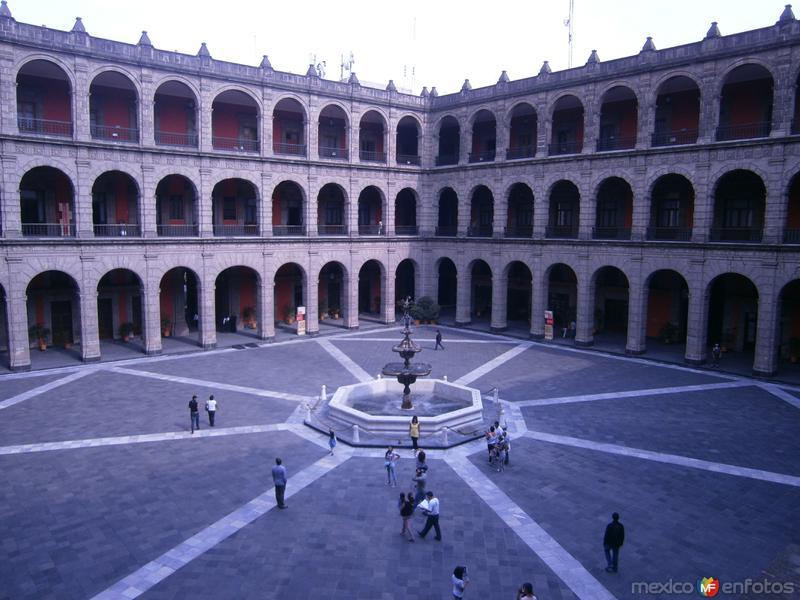 patio principal palacio nacional