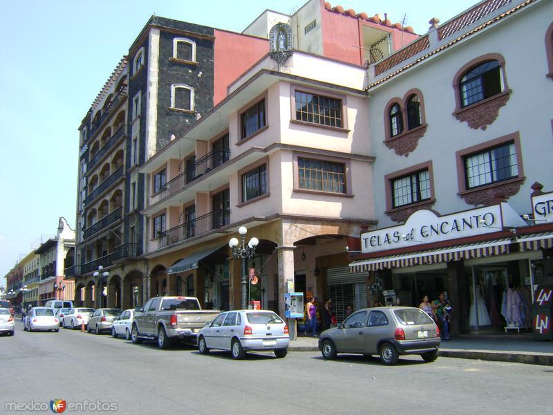 Avenida 1 en la ciudad de Córdoba. Abril/2012