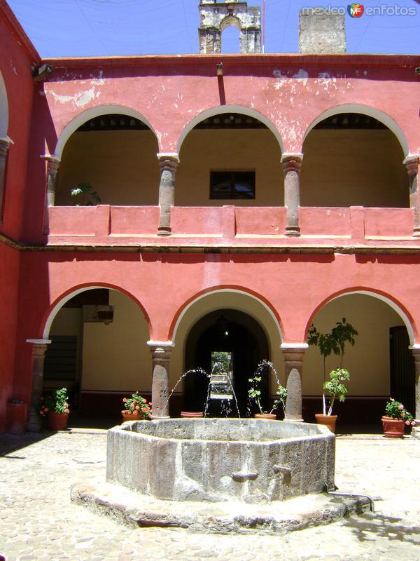 Claustro del ex-convento de la Asunción (Siglo XVI). Abril/2012