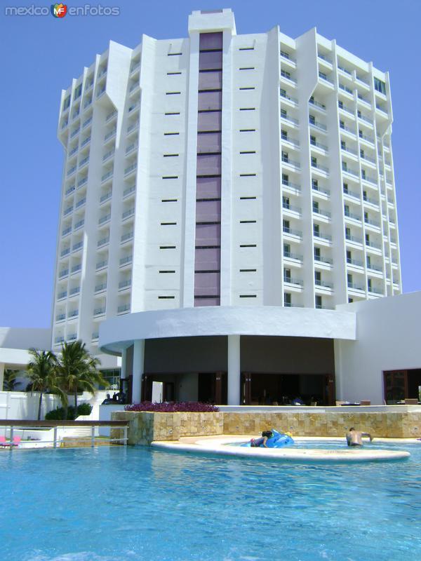 Servicios e infraestructura turística en Cancún. Abril/2012
