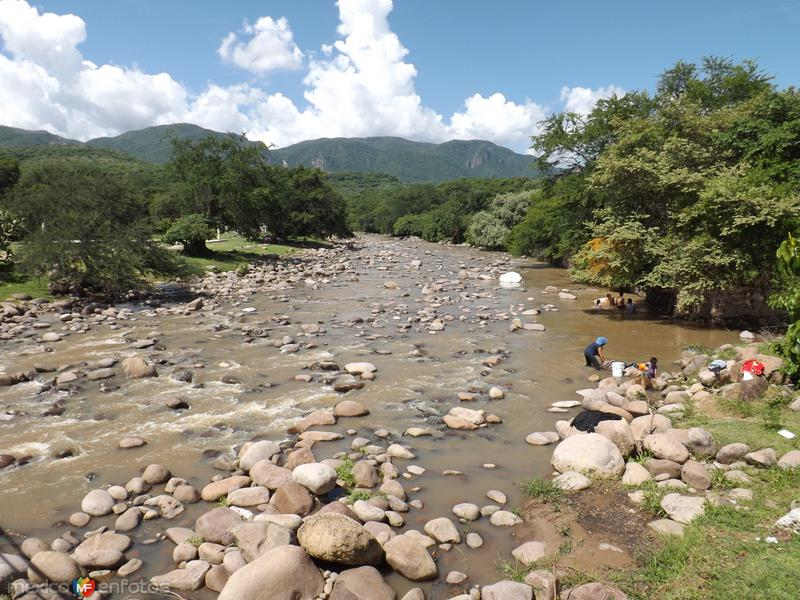 Arroyo Tepecoacuilco en la comunidad de Atetetla. Julio/2012