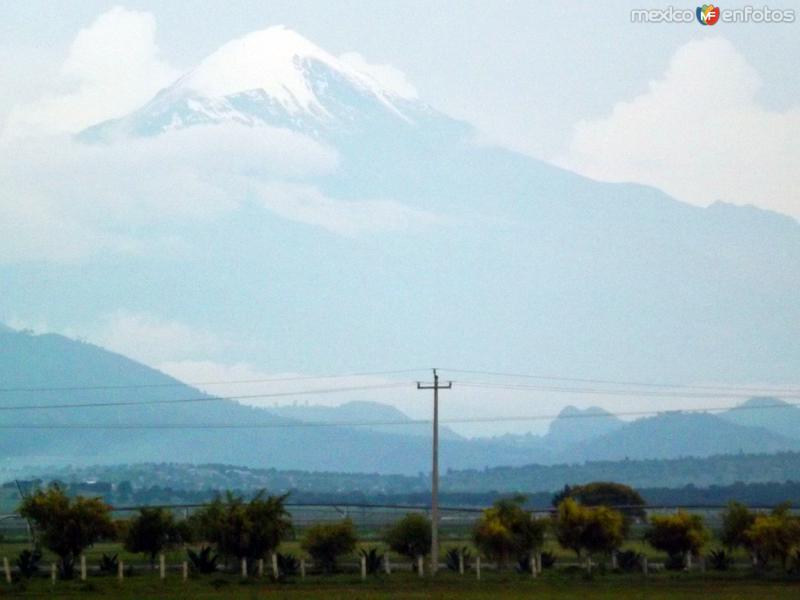 Vista del volcán Pico de Orizaba desde Libres, Puebla. Julio/2012